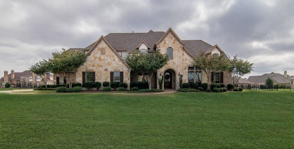 Gorgeous Custom Paul Taylor Home on 1 Acre of Land!